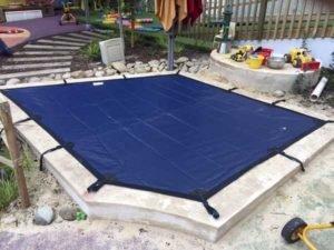 Fitted sandpit cover, adjustable straps